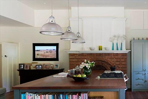Дизайнерский телевизор Aquavision в гостинной