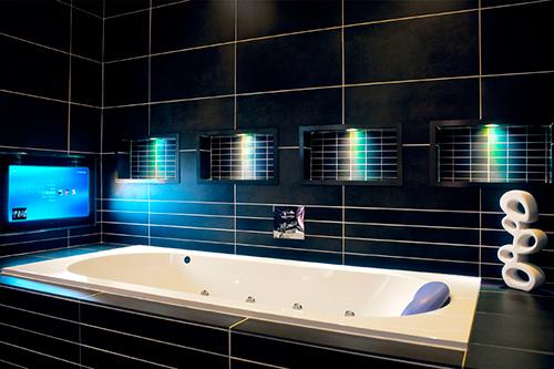 Aquavision - телевизор в ванной комнате